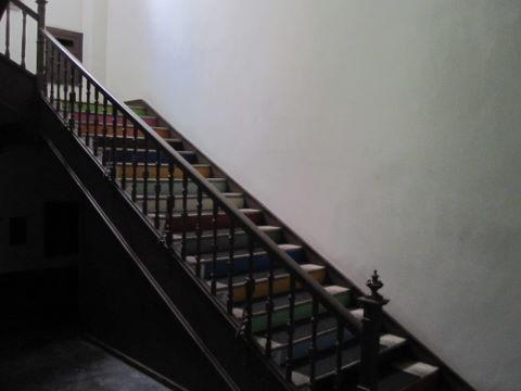 ファミリアホール 階段