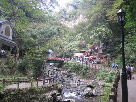 箕面公園 滝の道